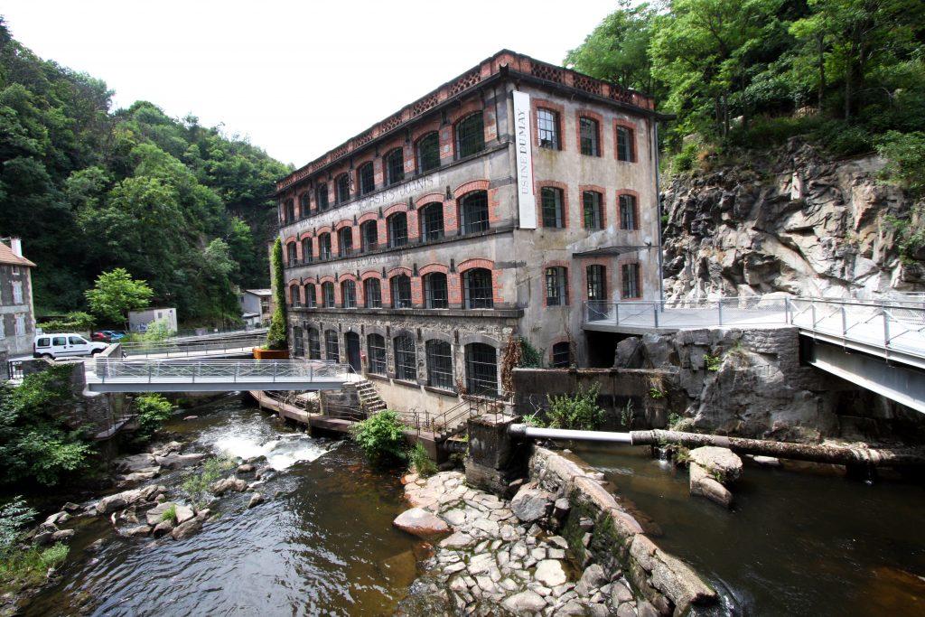 L'usine du May est un lieu dédié aux arts et à la connaissance