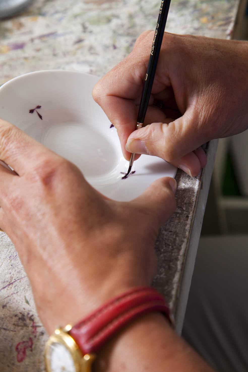 Laurence Mazerat · Décoratrice sur porcelaine · Atelier l'Echoppe à porcelaine