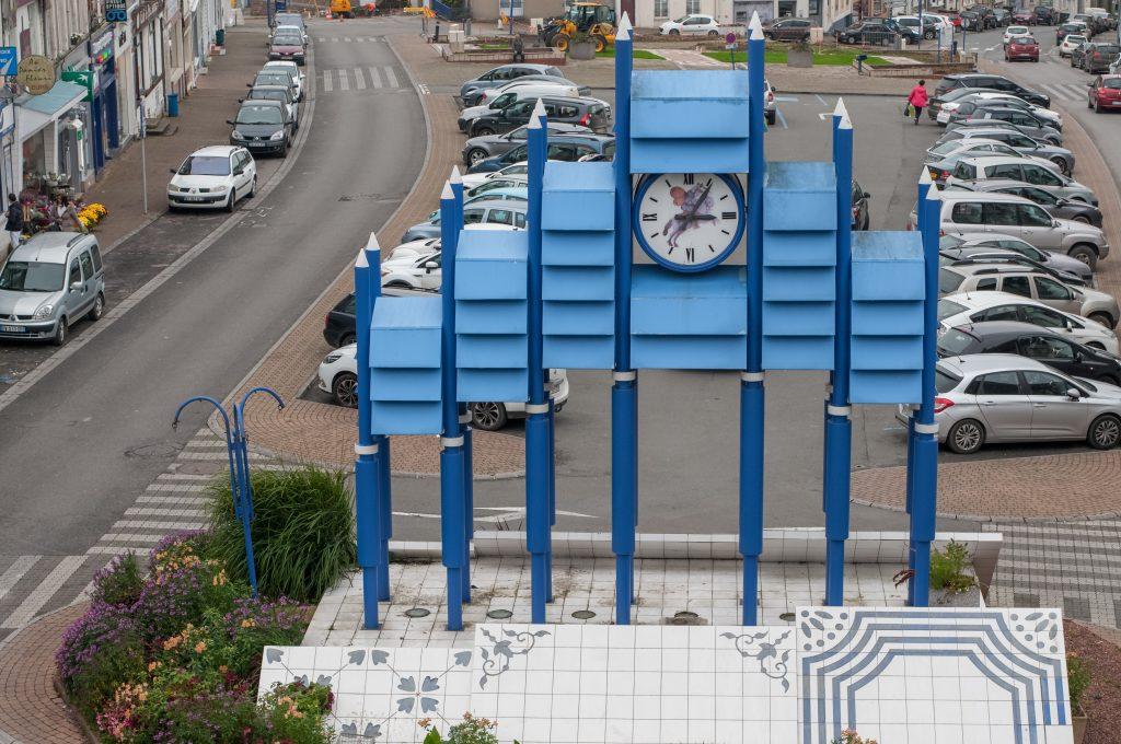 Carillon en faïence mis en place pour le passage à l'an 2000