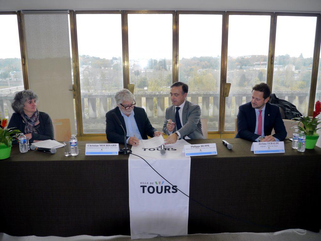 Signature de la convention de partenariat entre les réseaux AVEC et VMA · Tours novembre 2017
