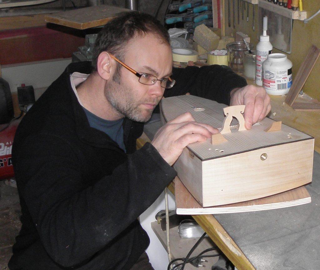 Sébastien Tourny · Facteur de vielle à roue