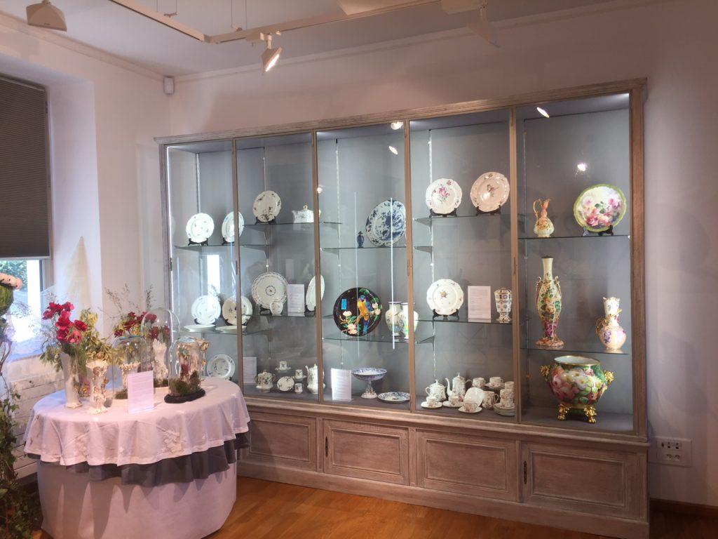 Une petite partie de la collection de porcelaine Paul Marquet