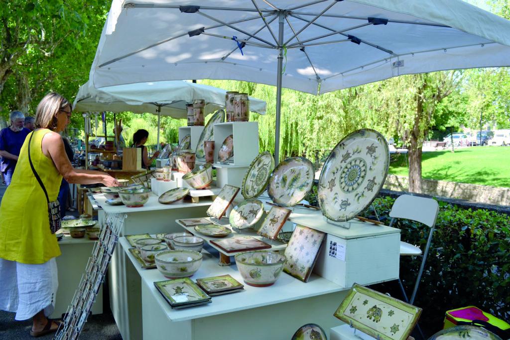 Le marché des potiers à Pernes les Fontaines