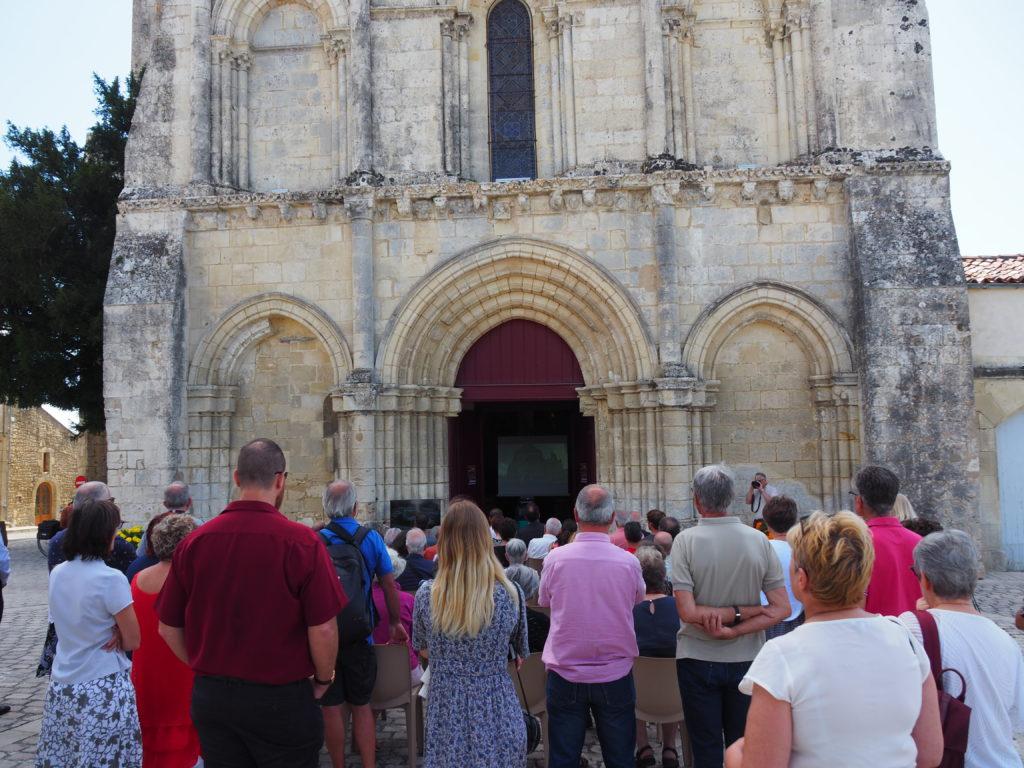 """Lors de la remise du label """"Ville et Métiers d'Art """" organisée sur le parvis de l'église de Saint Savinien"""