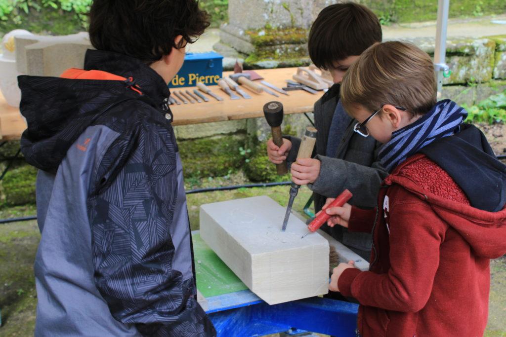 Atelier de taille de pierre animé par le MOF Jean-Yves Savidan
