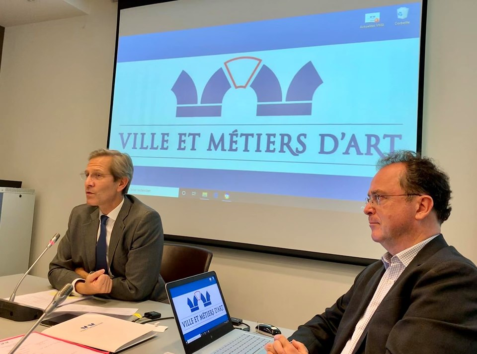 De g. à dr. : Olivier Brault, Directeur général à la Fondation Bettencourt Schueller et Christophe Poissonnier, Délégué général de Ville et Métiers d'Art