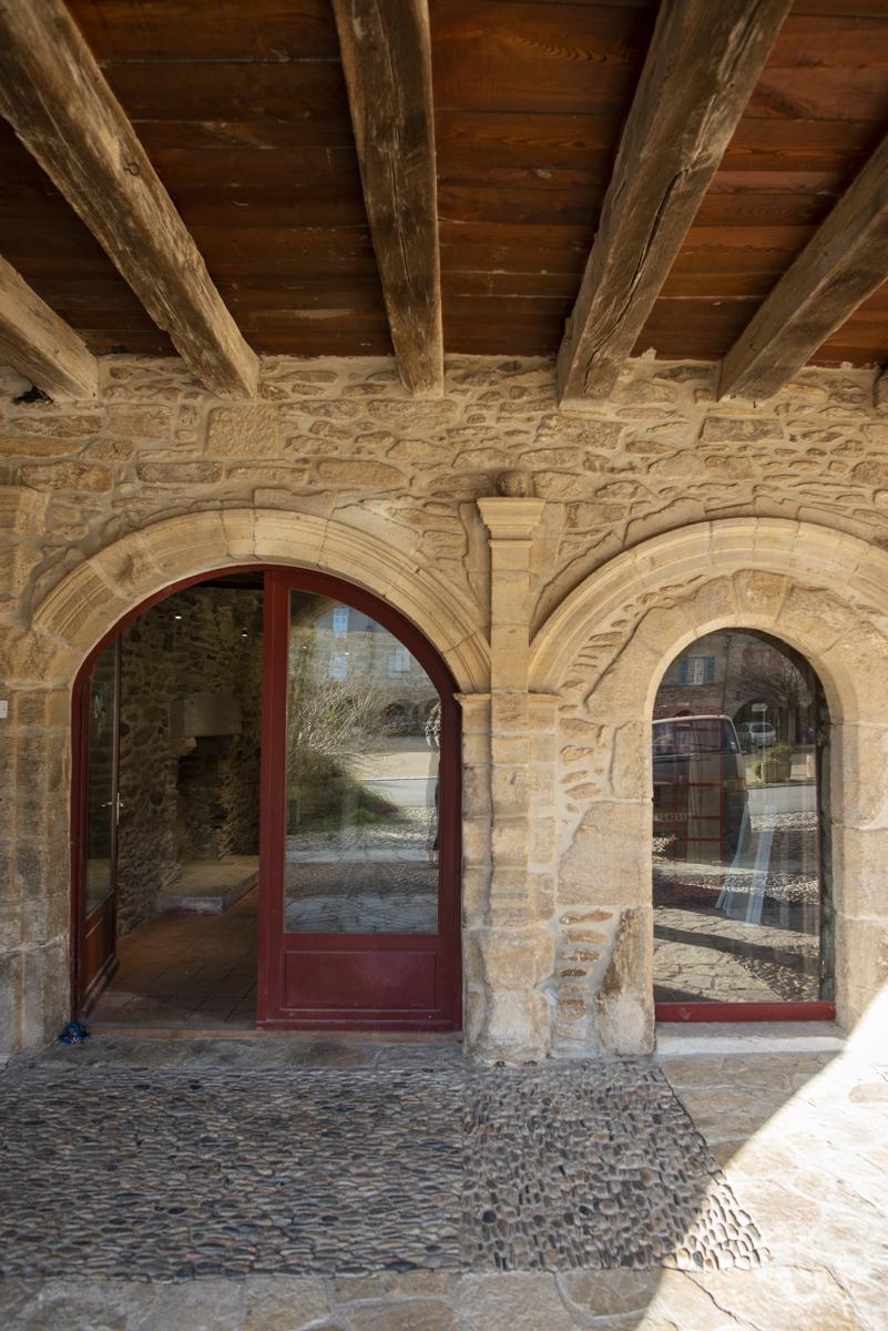 Local ≅ 30 m² Place aux Arcades 12800 Sauveterre de Rouergue