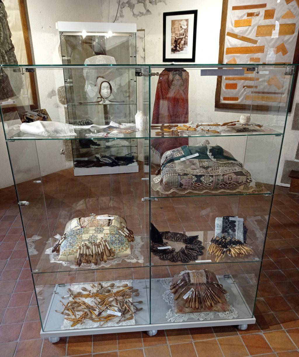 Matériel de dentelle provenant du Puy en Velay