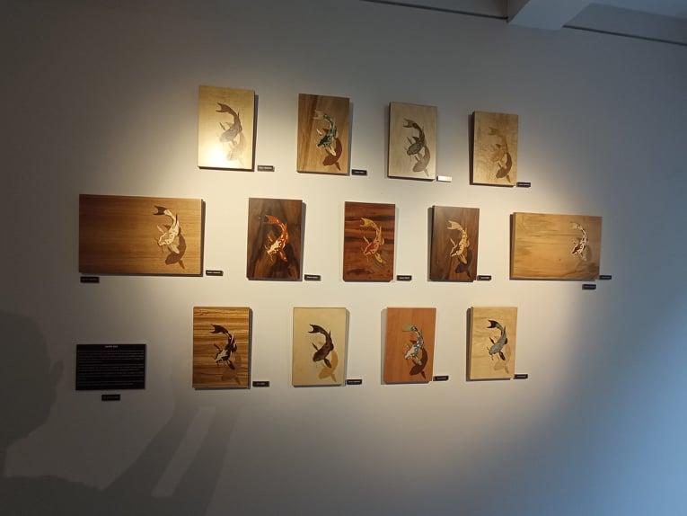 Les carpes Koï réalisés par les 13 élèves de la section des CAP marqueteurs du Lycée des Métiers du Bois et de l'Ameublement de Revel