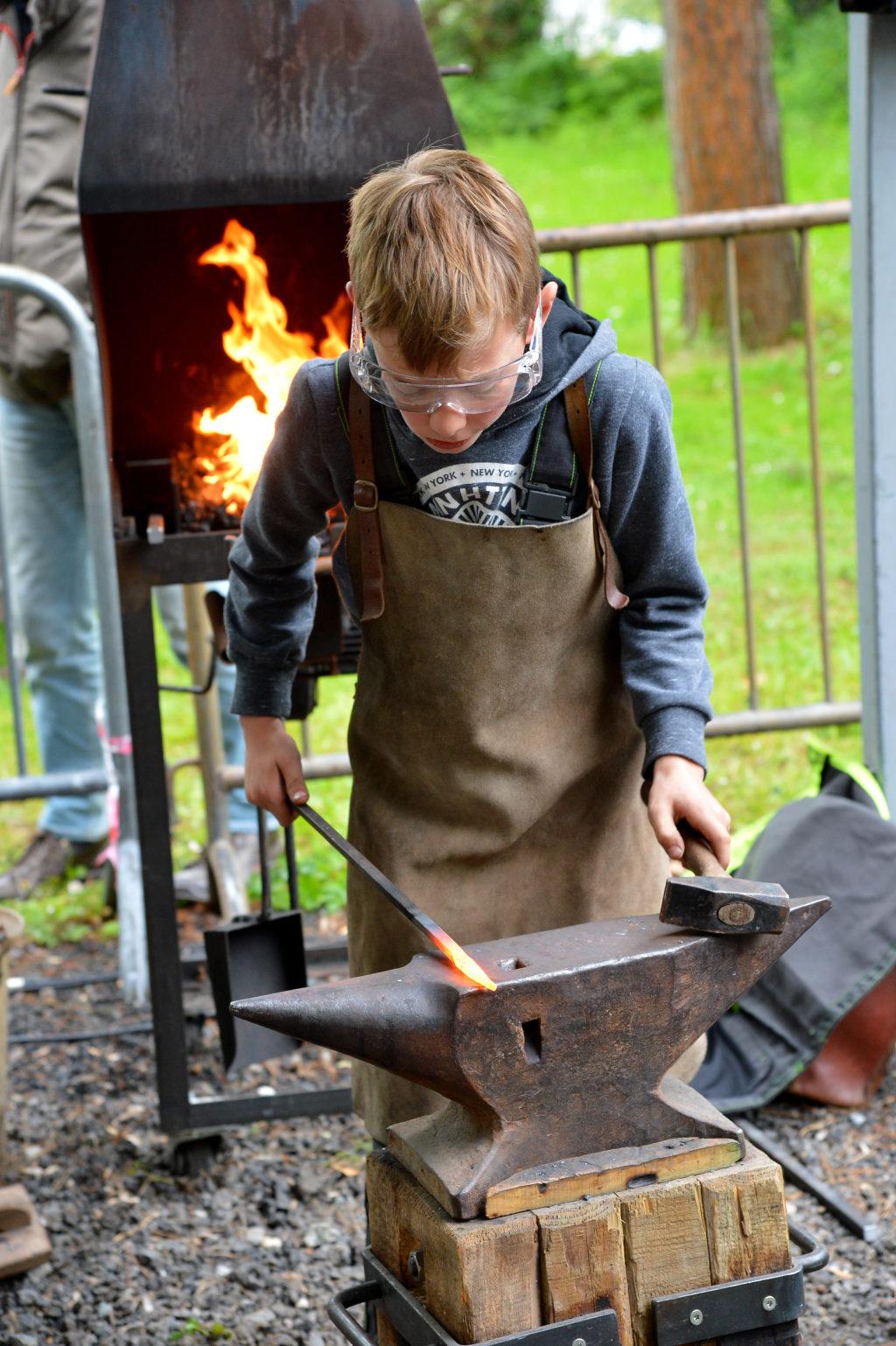 Initiation à la forge · Village coutelier © Serge Bullo
